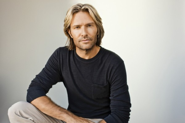 Eric-Whitacre_1695-RGB_low-res1-800x533